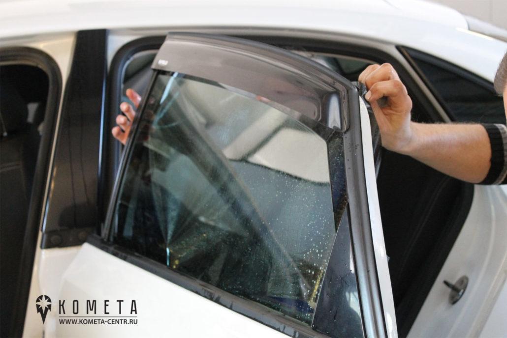 Тонирование бокового стекла в автосервисе, очистка стекла- Симферополь